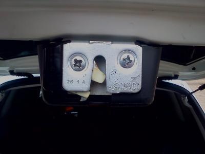 фольксваген стук в замке багажника гарантийный случай